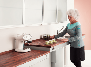 Height-adjustable kitchen benchtops