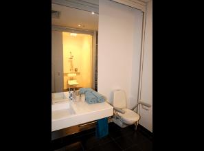 Height-adjustable bathroom basins