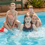 98221_Swimart---family-in-pool