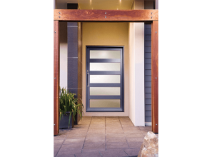 Rapid-installation aluminium pivot entry-door with modern aesthetics