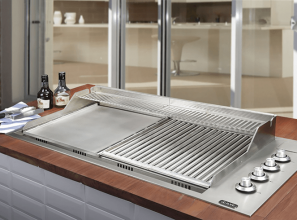 Professional stainless steel barbecue with 2 grills and 4 gas-burners