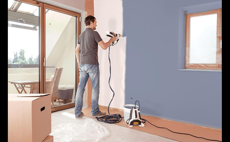 100008_Flexio-990-spraying-blue-wall