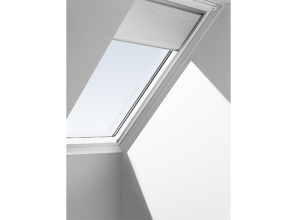 Honeycomb blind for skylights and roof windows to reduce heat and glare