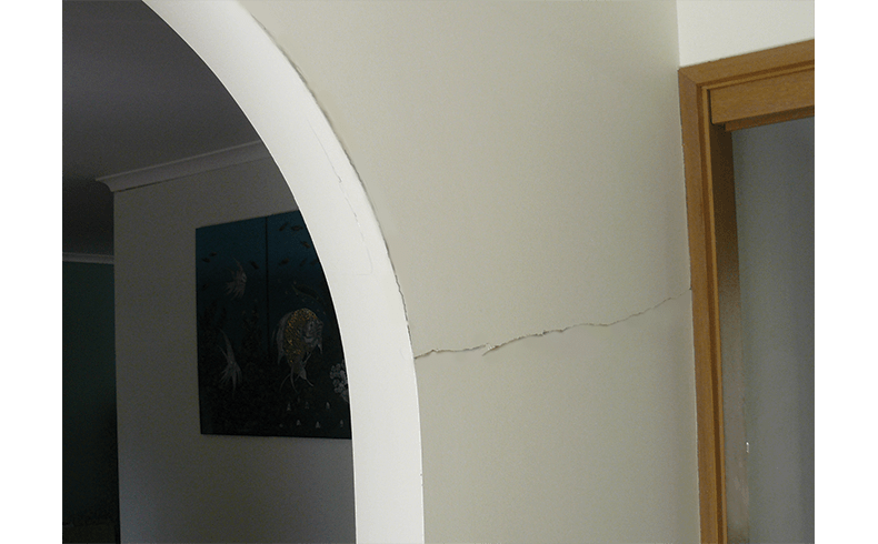 101086_2.-Arch-crack-After