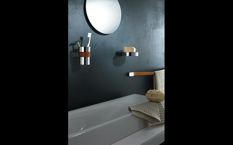 102018_Pittella_Bathroom-Accessories_Belt_lifestyle