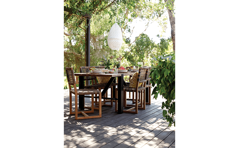 102077_Eco-Outdoor_Balfour-Dining-Chairs_Colo-Dining-Table_01