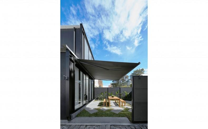 20190113D Luxaflex Como Folding Awning