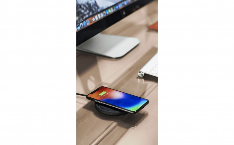 20190327C mophie charge stream pad+ workspace