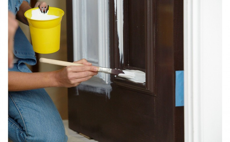 20190332A Dulux Paints painting the front door