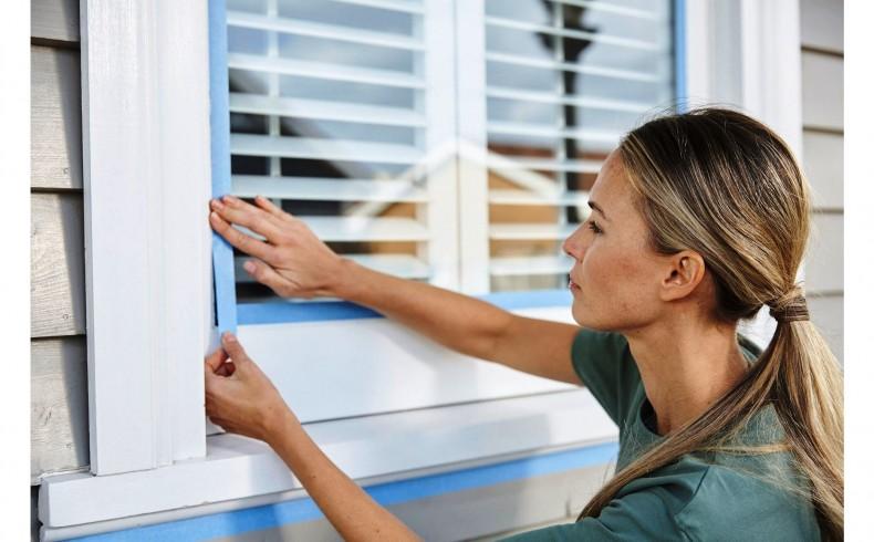 20190333A Dulux Paints painting window trim