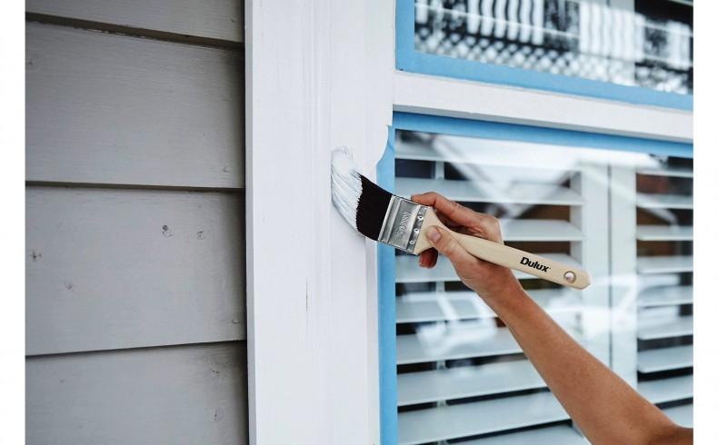 20190333D Dulux Paints painting window trim
