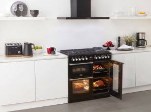 Four independent ovens in one range cooker
