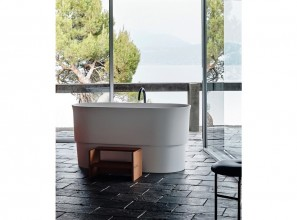 Baths and basins inspired by traditional bathing vessels in China and Japan
