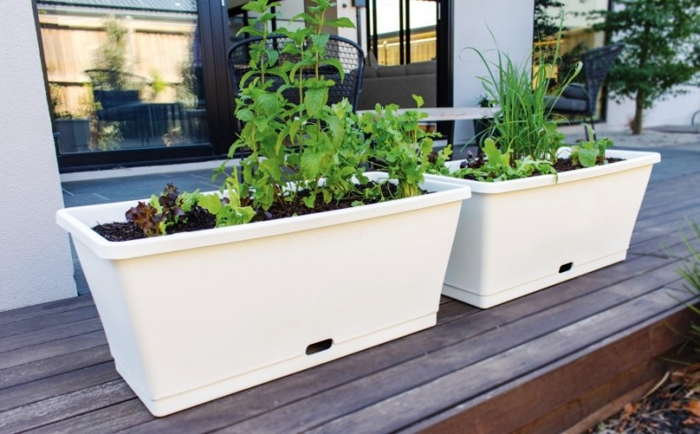 20190427 HomeLeisure metro planter white with veggies