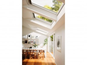 Skylight that automatically detects bad air then opens to ventilate