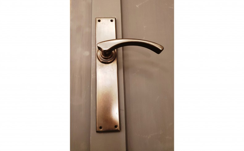 20190651C MEMORY LANE Melbourne handle in brushed nickel grey background